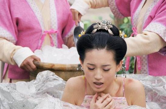 古代女子凌虐刑罰坐冰塊,殘忍凍傷下體半身不遂