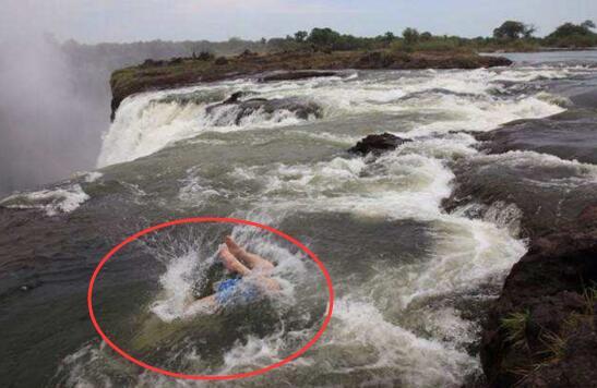 魔鬼池位於110米高瀑布頂端,彷彿死過一遍的感受