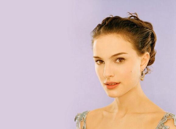 曾經的全球最美臉蛋第一名,娜塔麗·波特曼(如今已為人妻)
